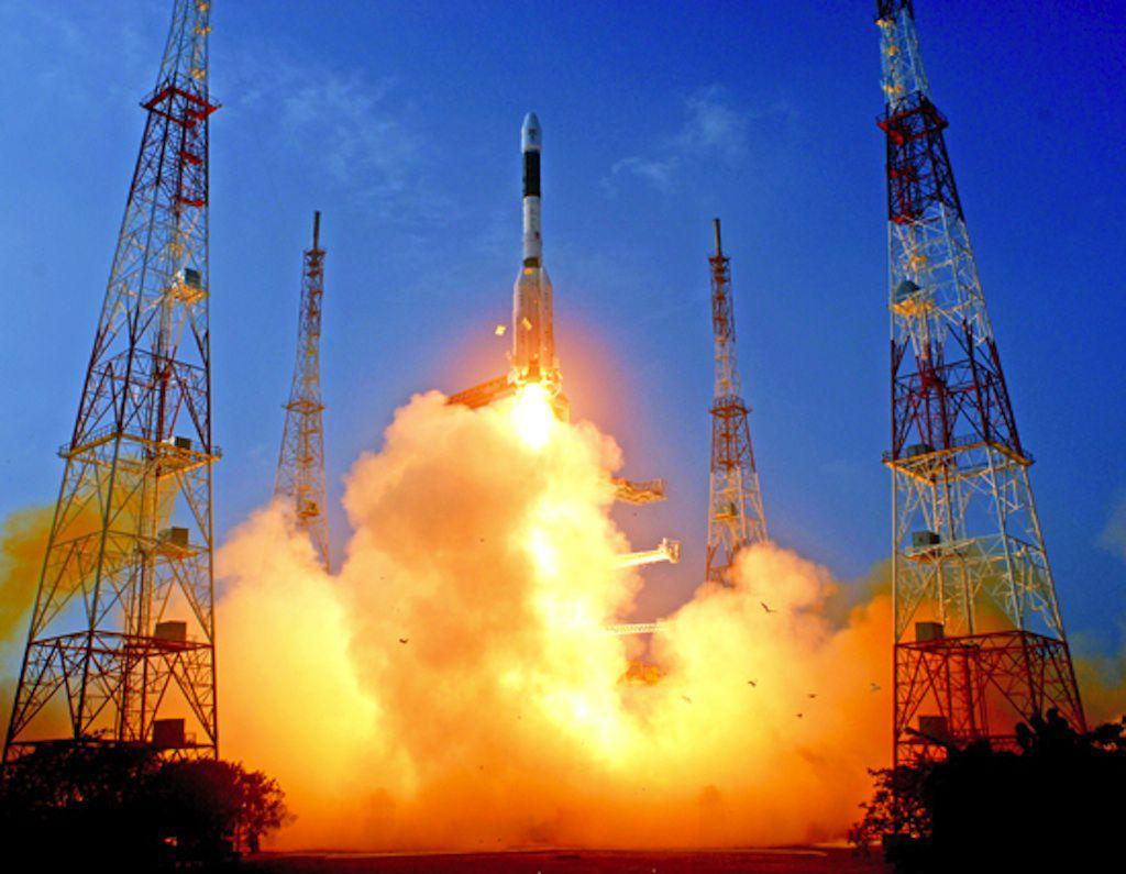 Индийская ракета-носитель успешно вывела спутник на геостационарную орбиту