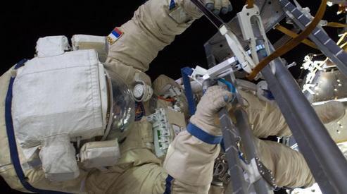 NASA будет транслировать выход в открытый космос российских космонавтов