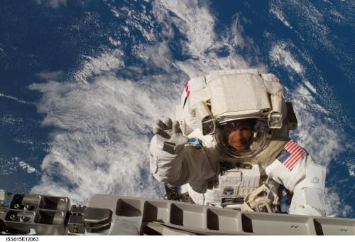 Вопрос о выходе в открытый космос Экспедиции МКС 39/40 остается открытым