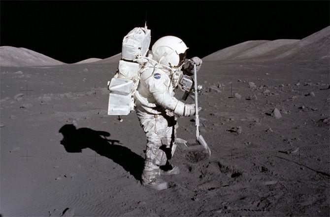 NASA собирается добывать воду на Луне и кислород на Марсе