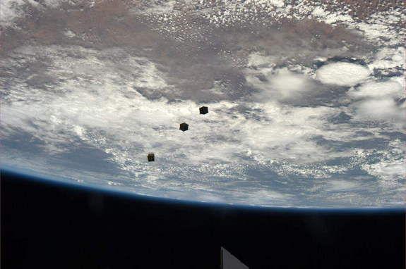 В этом месяце экипаж МКС запустит в космос тридцать три кьюбсата