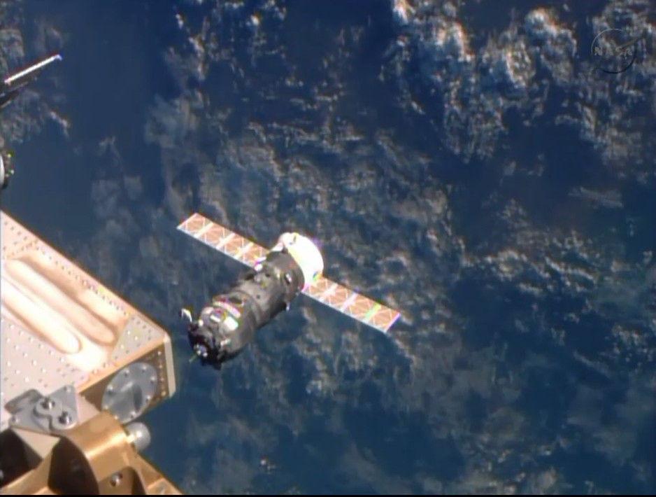 Прогресс М-22М успешно состыковался с космической станцией
