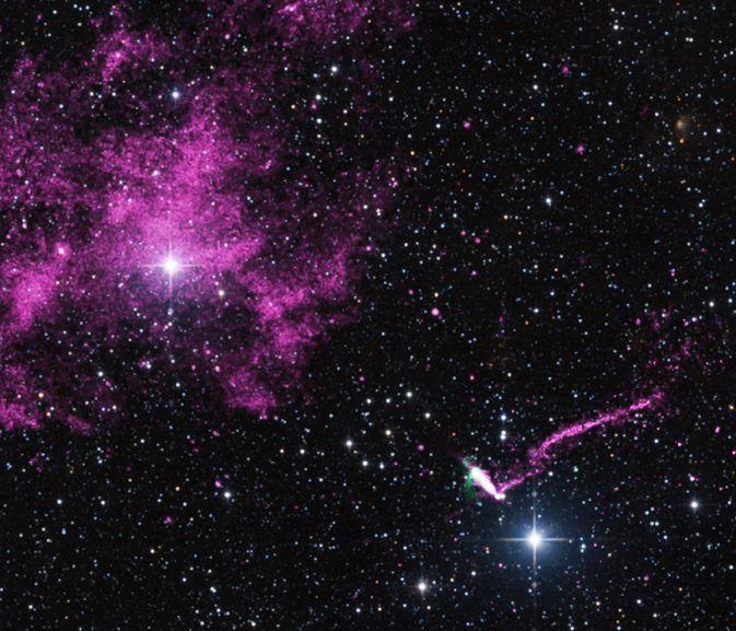 Необычный пульсар и его джет на снимках рентген-обсерватории Чандра