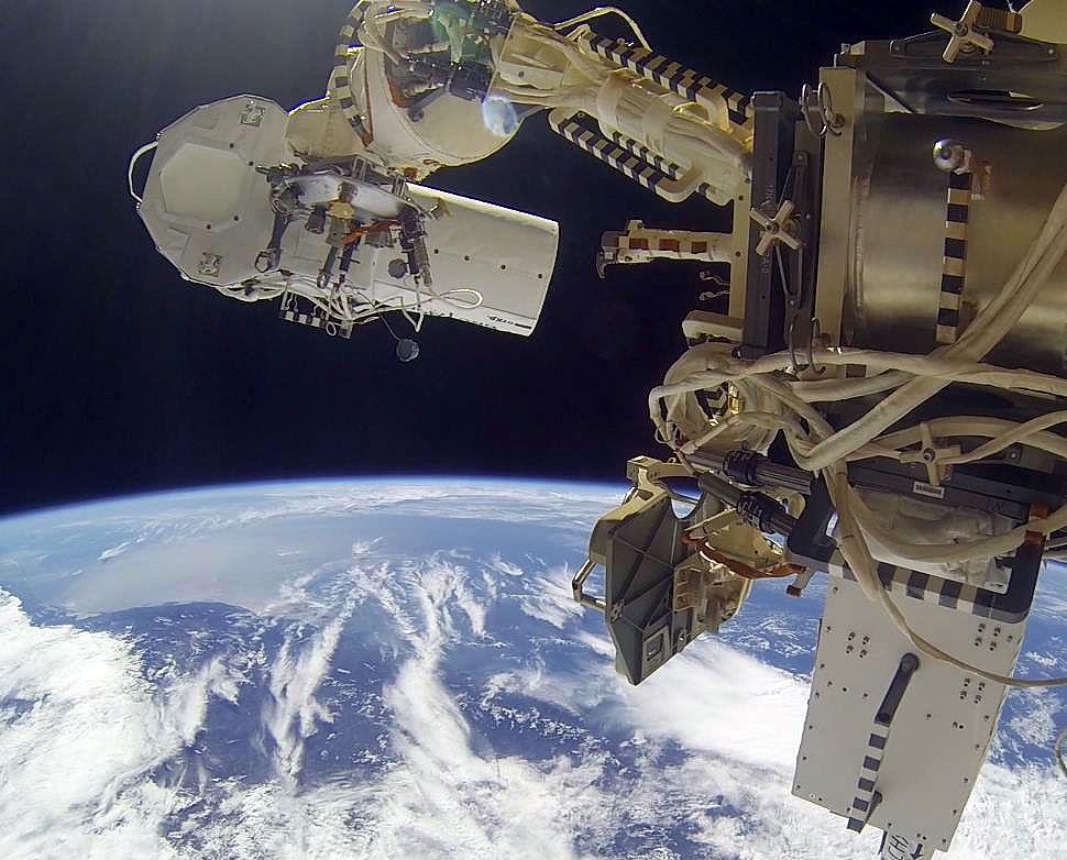 Камеры, установленные на МКС, передали домой первые данные
