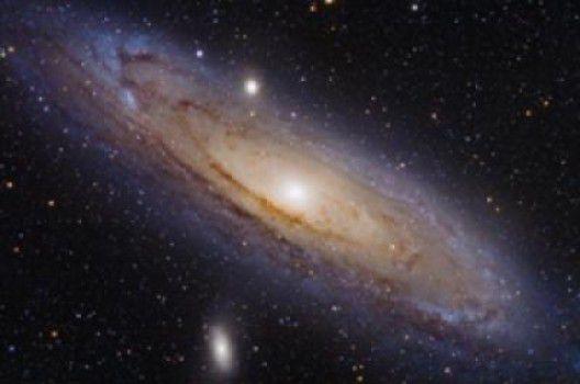 Звезды спутниковой галактики Андромеда рассказывают о космическом столкновении