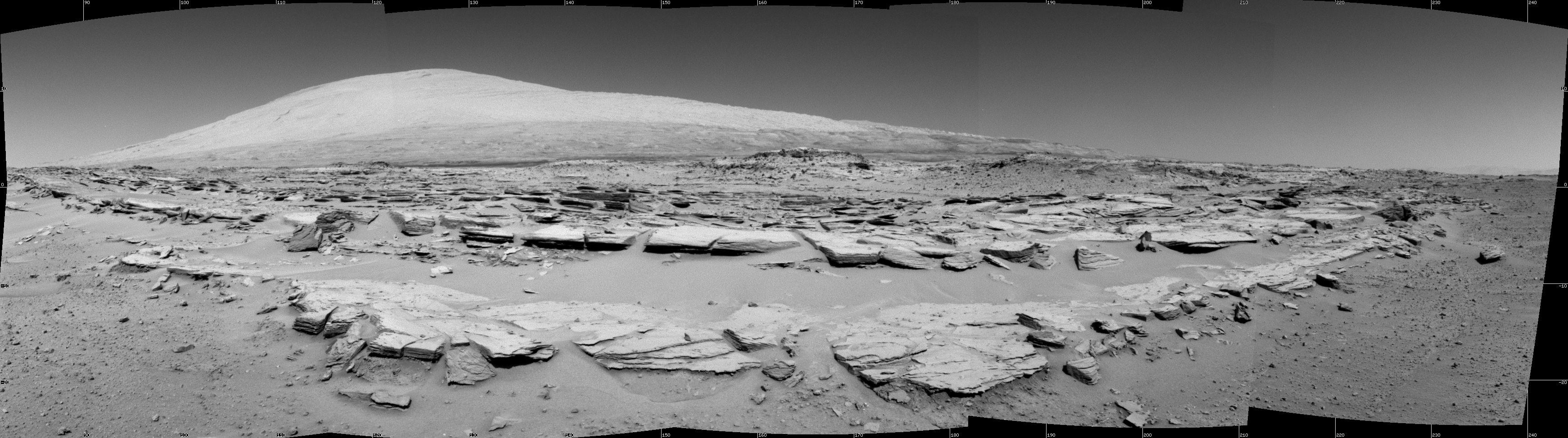 Марсоход Curiosity сделал новые снимки марсианских пейзажей