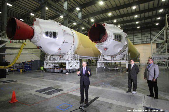 Агентство NASA представило прессе ускорители ракеты Delta IV