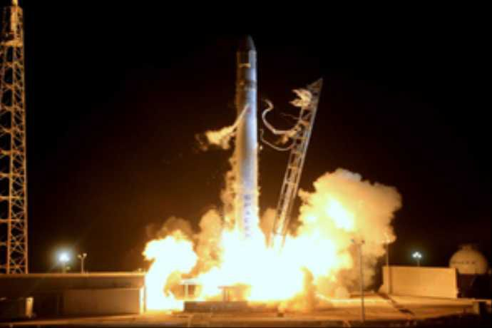 Компания SpaceX официально объявила дату запуска космического аппарата Dragon