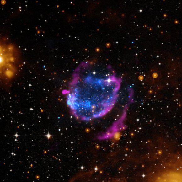 Необычная сверхновая G352.7-0.1