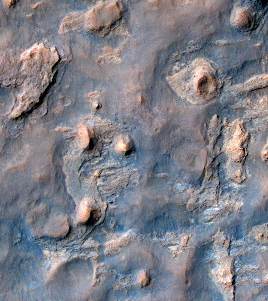 Аппарат MRO сделал снимок марсохода Curiosity с орбиты