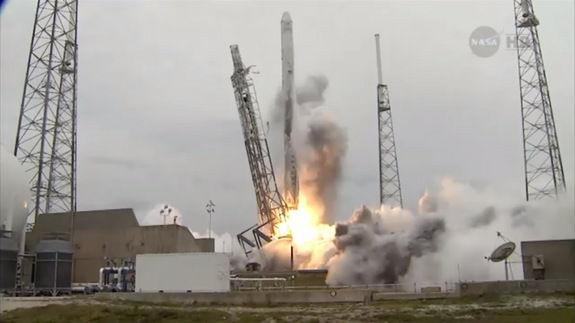Компания SpaceX совершила запуск космического аппарата Dragon