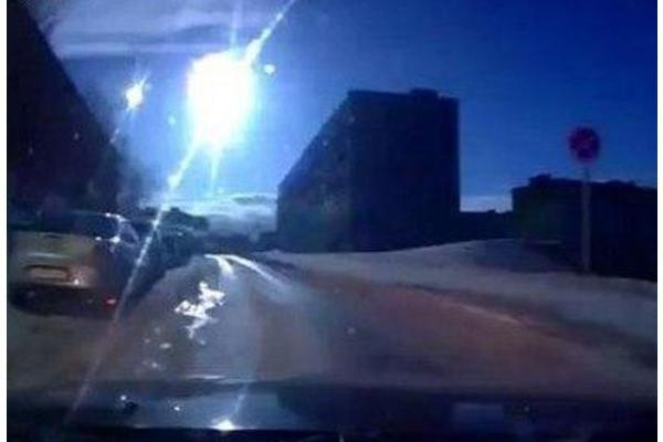 Эхо Челябинска: над Мурманском пролетел метеорит