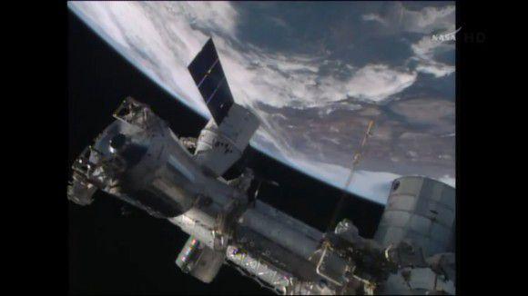 Аппарат Dragon состыковался с МКС