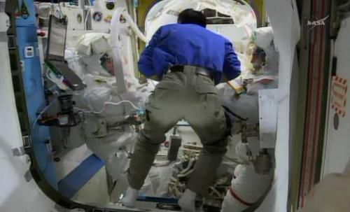 Американские астронавты заменили неисправный резервный компьютер