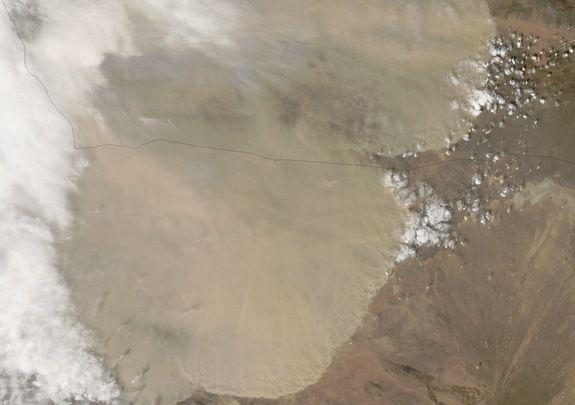 'Стена из пыли' в Китае на снимке спутника Terra