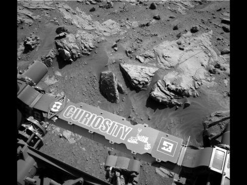 Curiosity рядом с плитой песчаника Windjana