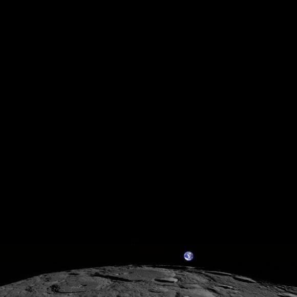 Восход Земли на снимке аппарата Lunar Reconnaissance Orbiter