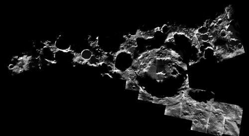 Некоторые кратеры на полюсах Луны постоянно находятся в тени