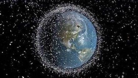 Ученые ESA исследуют причины схода спутников  с орбиты