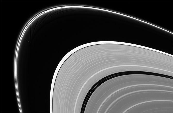 Прометей оказывает влияние на внешнее кольцо Сатурна