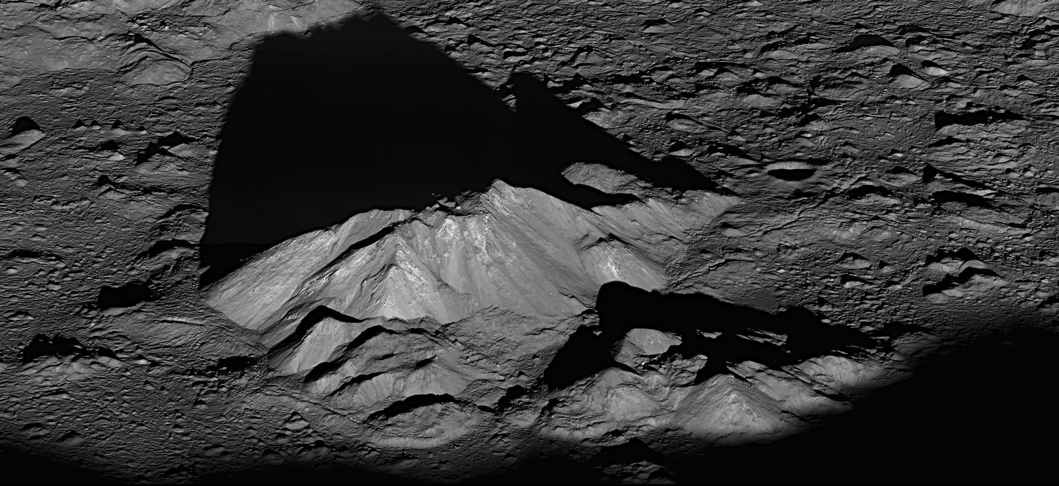 Лучший снимок аппарата LRO  - центральный пик кратера Тихо