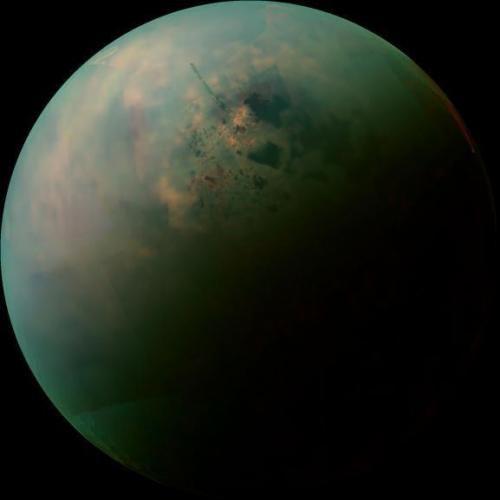 Cassini провел сближение с Титаном и получил информацию о  его загадочных озерах