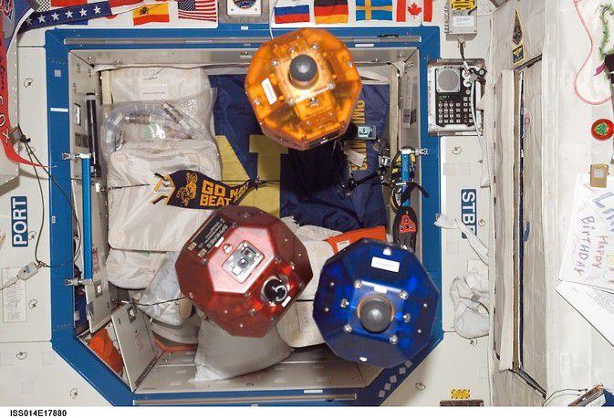 Астронавты проведут испытания