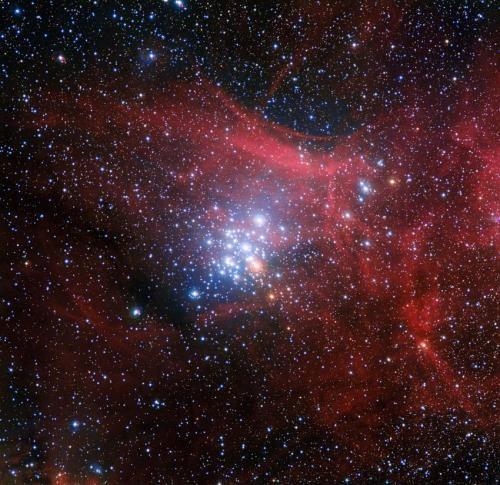 Ученые исследуют, как эволюционируют звезды в скоплении NGC 329