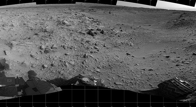 Марсоход Curiosity приближается  к основанию Горы Шарп