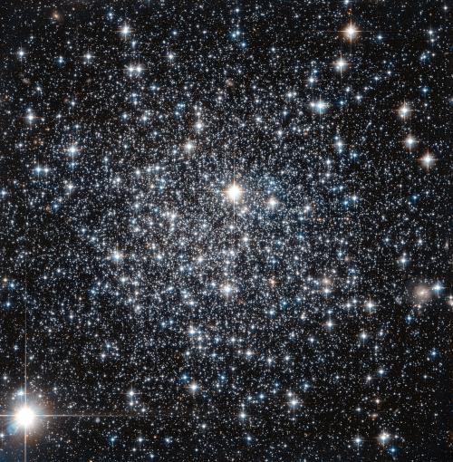 Hubble помог уточнить возраст шарового скопления IC 4499
