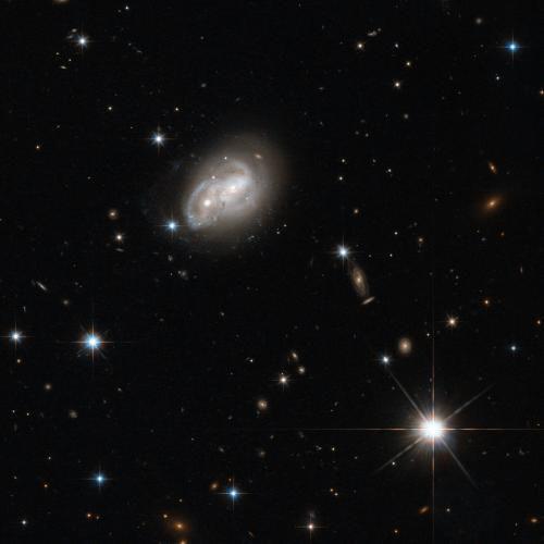 Hubble наблюдает за схваткой двух галактик