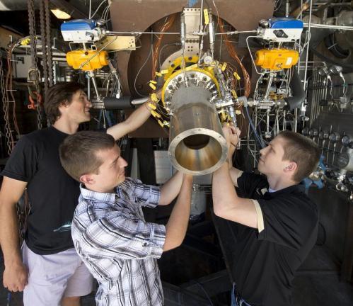Огневые испытания нового ракетного двигателя прошли успешно