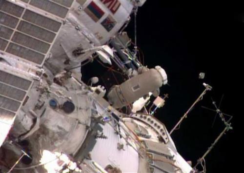 Российские космонавты успешно совершили выход в открытый космос