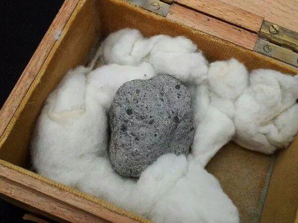 Украденный из музея метеорит обнаружили на теннисном корте
