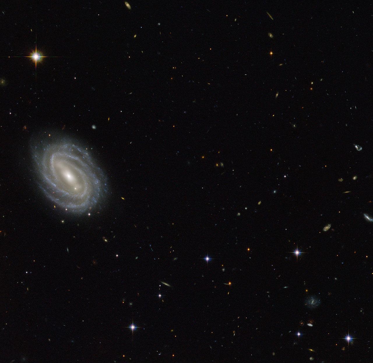 Хаббл увидел спиральную галактику в созвездии Змеи