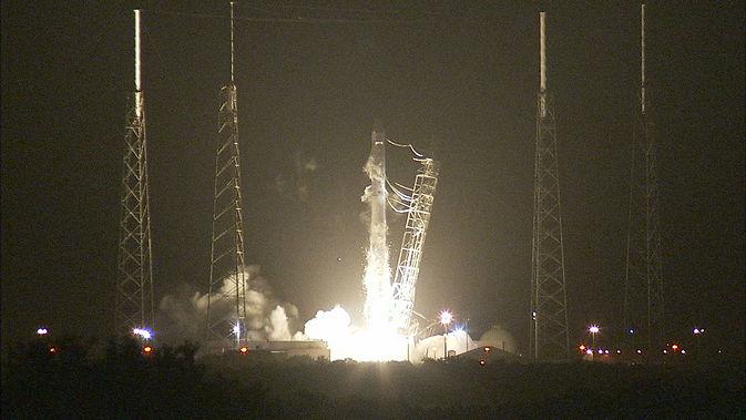 Грузовое судно Dragon отправлено к МКС