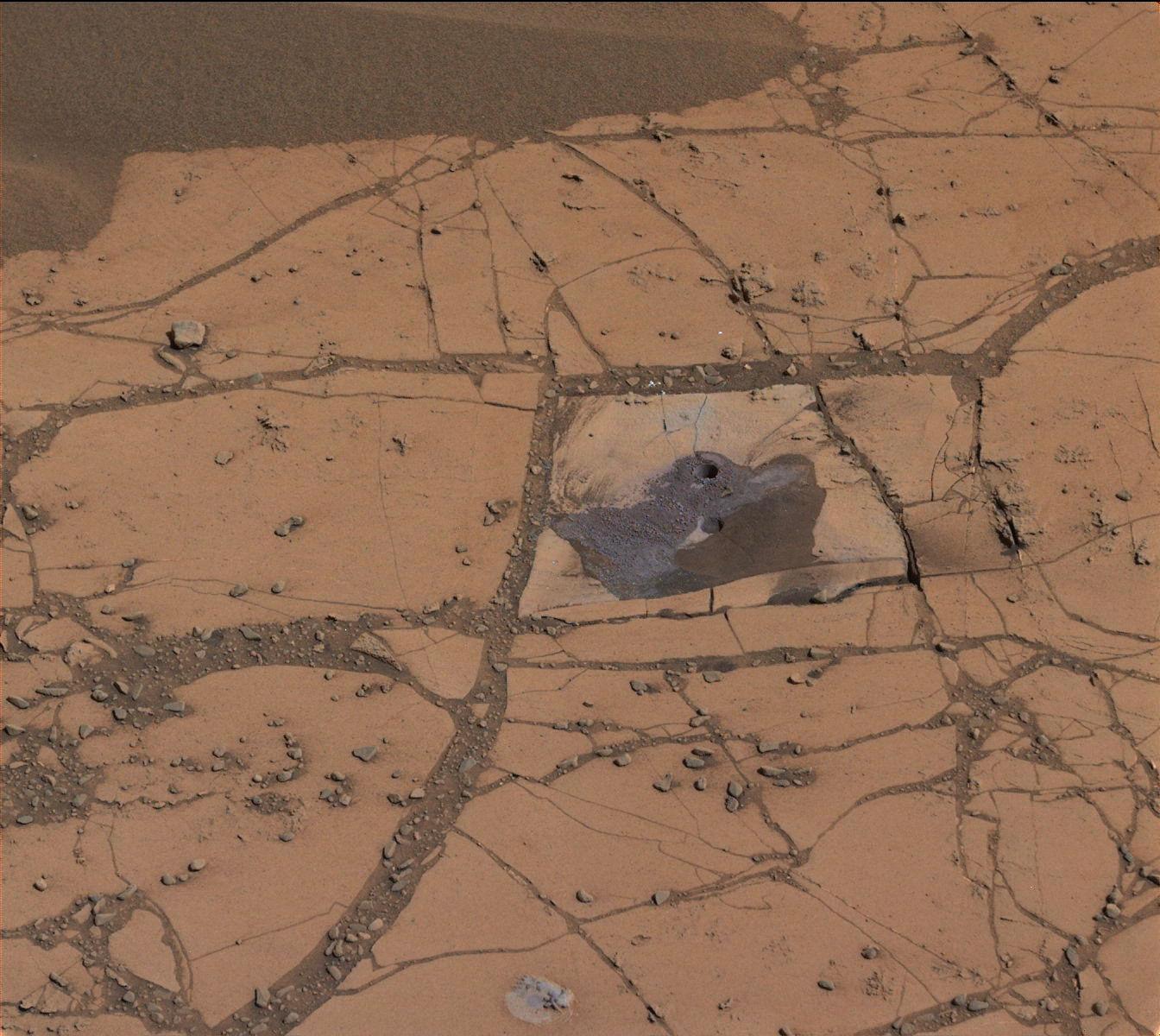 Марсоход Curiosity подтвердил наличие минерала железа в обнажении пород