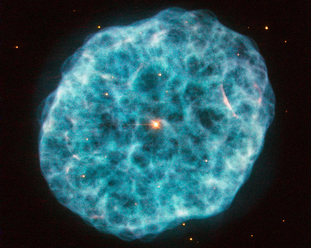 Туманность NGC 1501 на изображении от телескопа Хаббл