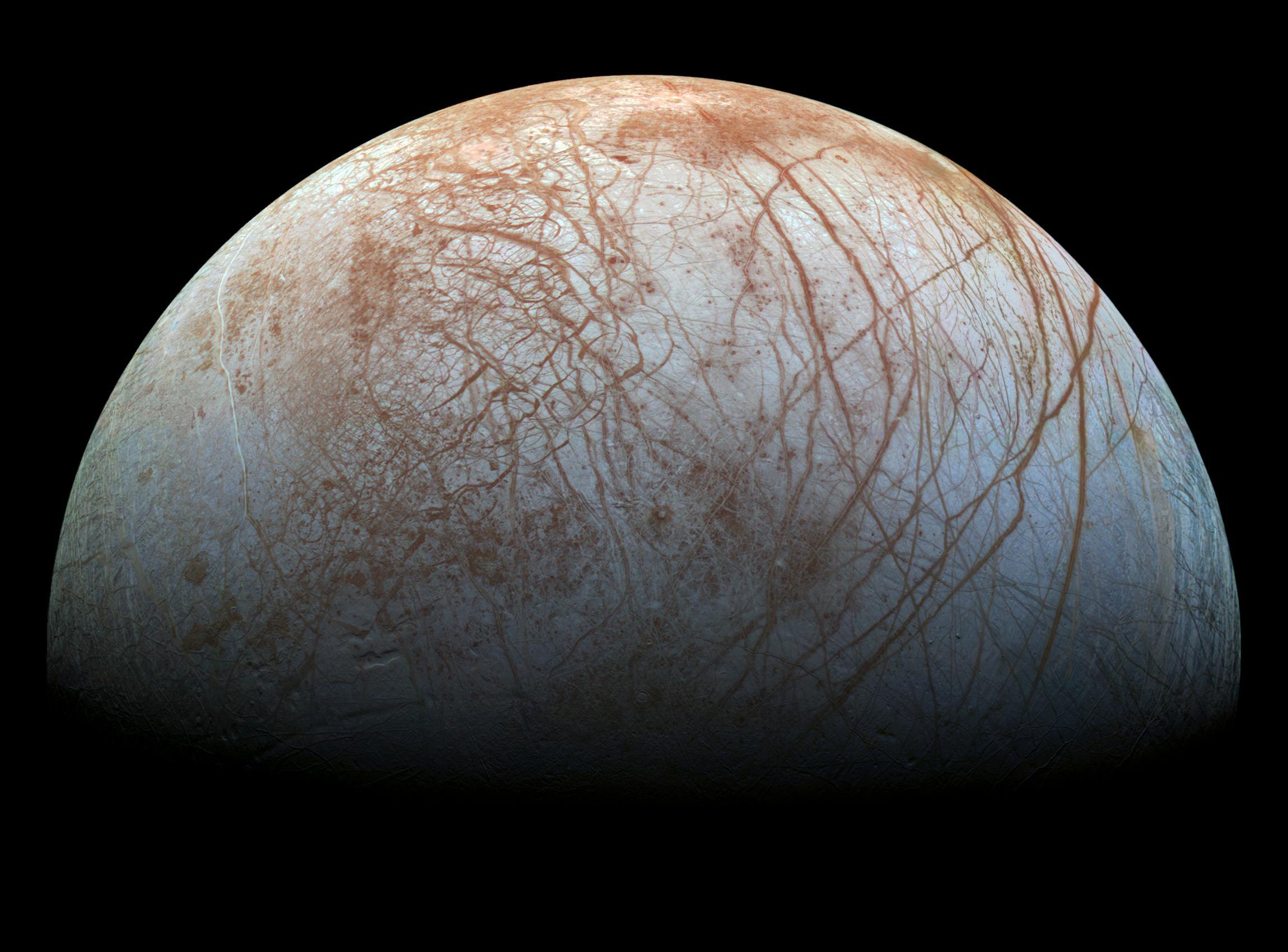 NASA опубликовало обновленный вид Европы