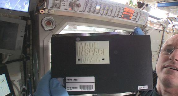 На МКС распечатана первая деталь при помощи 3D-принтера