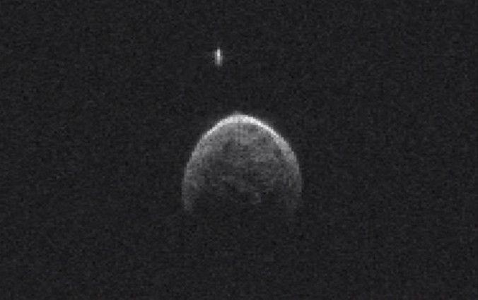 Астероид 2004 BL86, вчера приблизившийся к Земле, имеет свой спутник