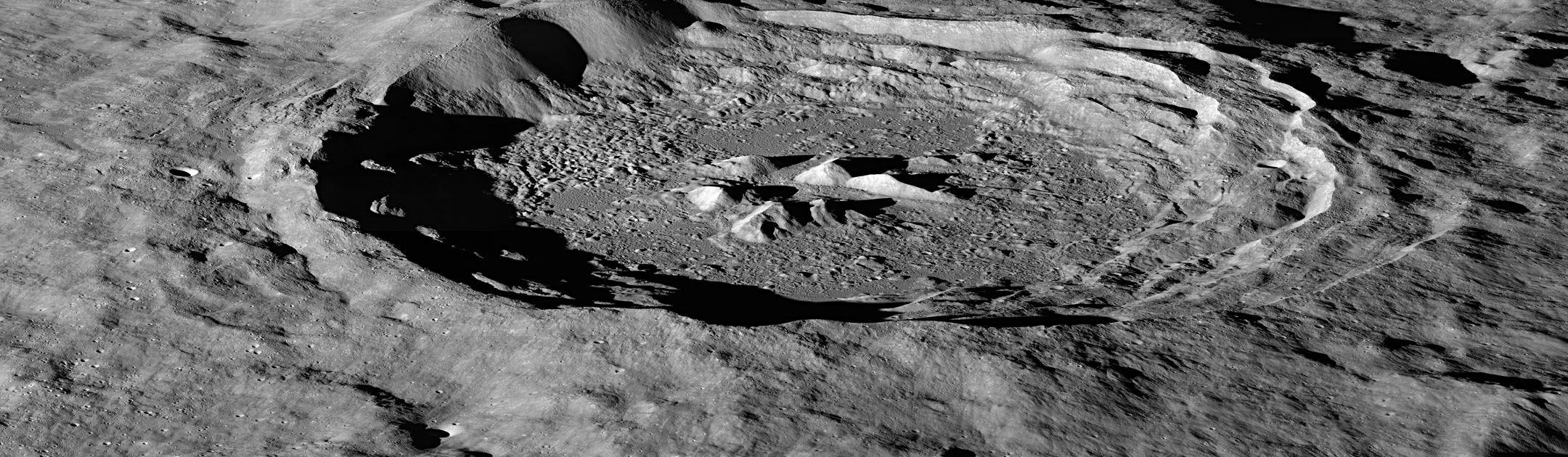 Зонд LRO открыл избыточные количества водорода на южных склонах лунных кратеров