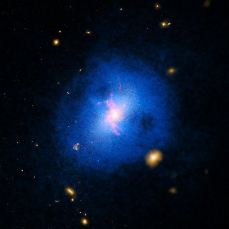«Галактический дождь» объясняет, почему одни галактики более активны, чем другие