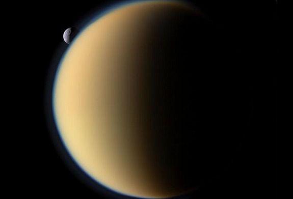 Как формируется атмосфера на Титане, спутнике Сатурна?