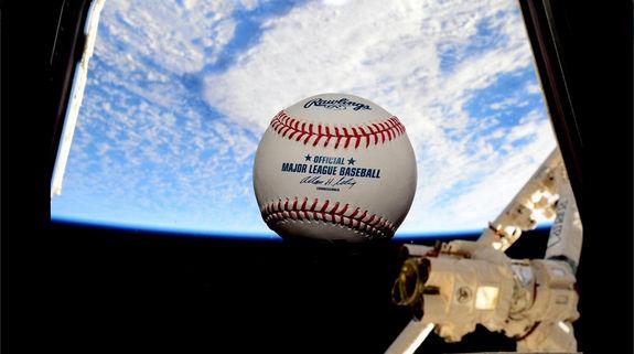 Астронавт НАСА фотографирует из космоса бейсбольные стадионы