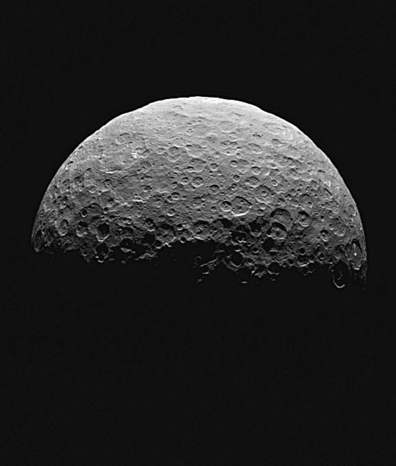 Зонд Dawn выходит на «научную» орбиту вокруг карликовой планеты Цереры