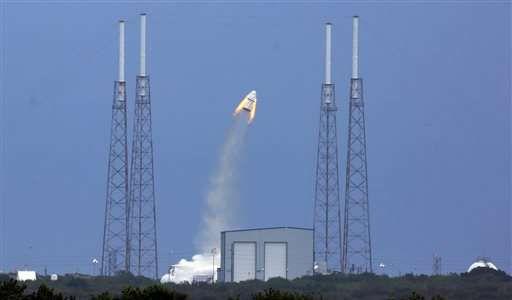 Компания SpaceX успешно провела первое испытание системы аварийного спасения