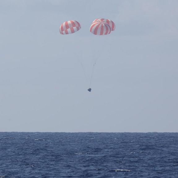 Капсула Dragon успешно приводнилась в Тихом океане, доставив на Землю груз с МКС