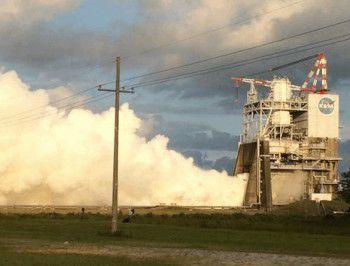 НАСА проводит длительные огневые испытания ракетного двигателя RS-25