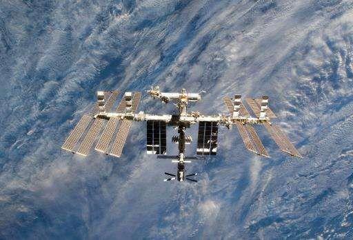 Экипаж МКС укрылся на корабле «Союз» от пролетающего мимо космического мусора